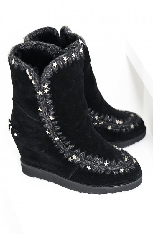 MOU – FRENCH TOE WITH METAL STARS ON ESKIMO STITCHING BLACK